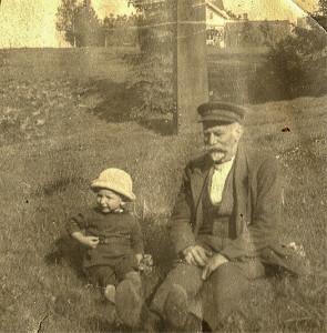 Edvard Martinsen 1856-1929 og barnebarnet Knut Martinsen 1921-1982.