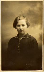 Anna K. Karlsen, f. 1898, Sundløkka.