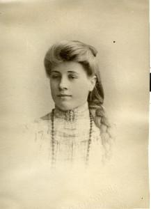 Margit Sofie Martinsen, ca. 15 år gammel. 1892-1916. (Utlånt av Arne Amundsen)