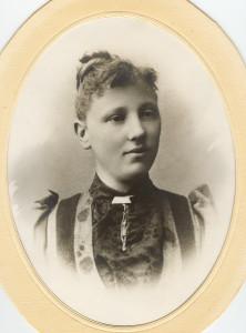 Oline Christensen, 1867 Fredrikstad - ?? Horten. (Utlånt av Oddveig Lehne).