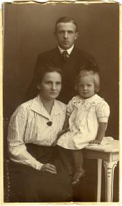 Ludvig Lorentzen, Maja og datteren Elvira.