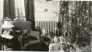 Clarence og Gladys Carlsen venter på julegavene.