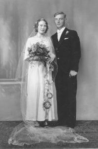 Jens Larsen, Sorgenfri, 1911-1940, gifter seg med Helene Larsen, f. 1915 på Nøklebystranda, Glemmen.